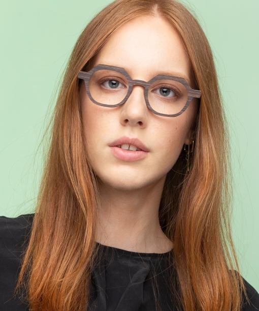 Nina Mur Paola female model front